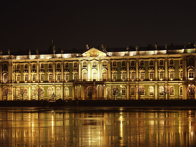 800px-Sankt-Petersburg_Eremitage_by_night