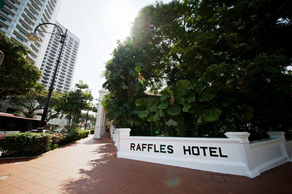 ラッフルズホテル Raffles Hotelの入り口付近