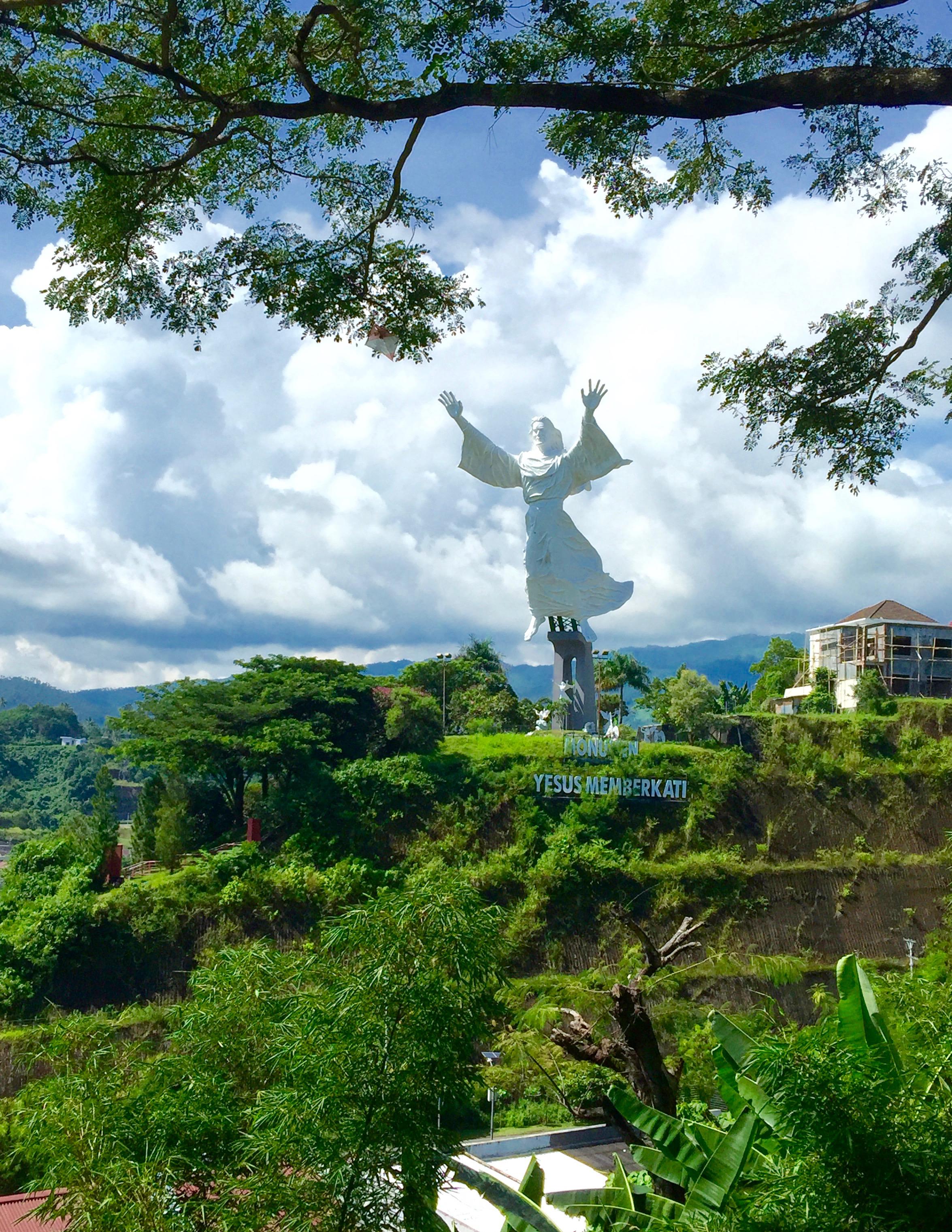 街中にある30メートルもあるキリスト像