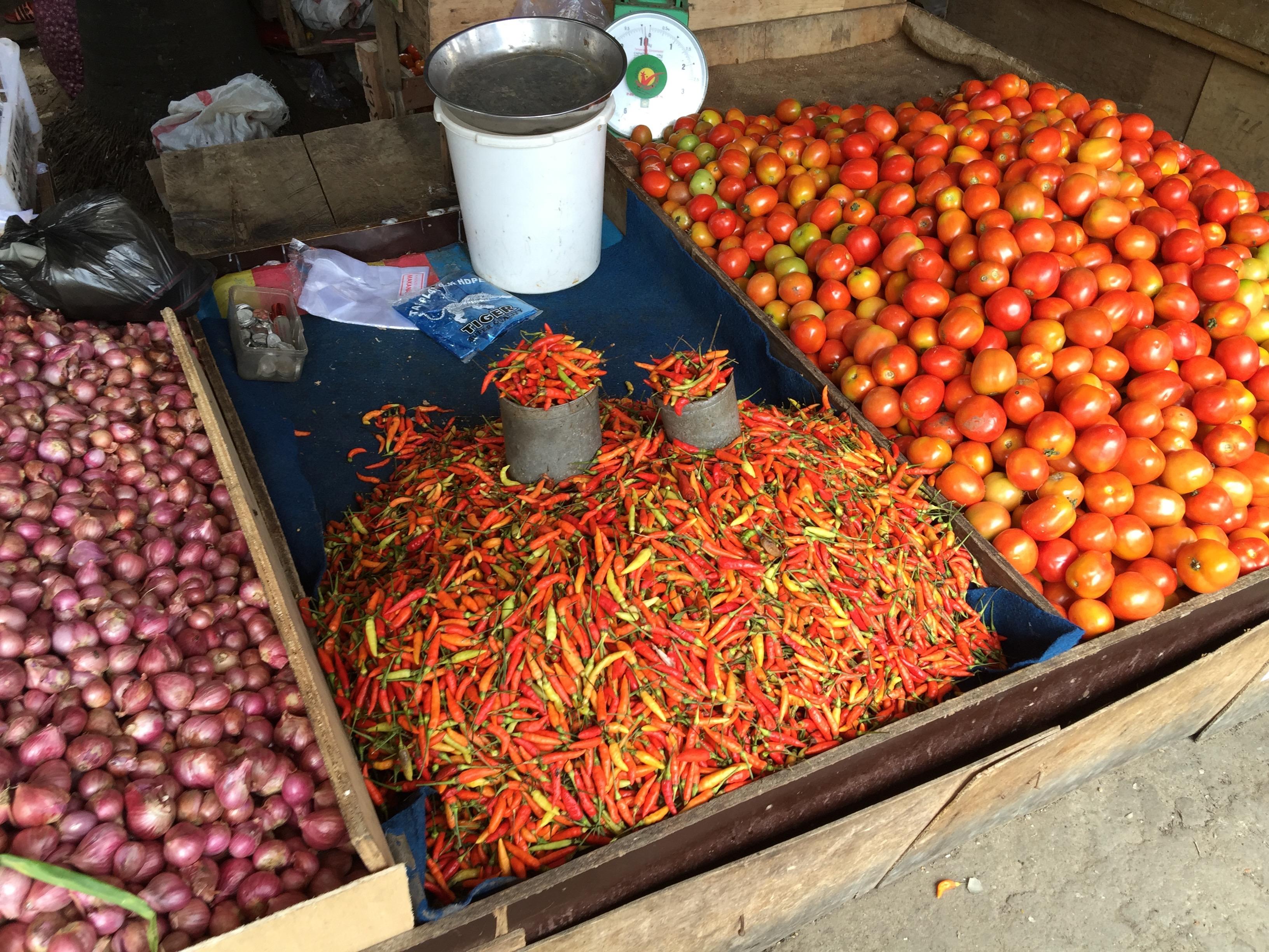 市場で売られている香辛料の山