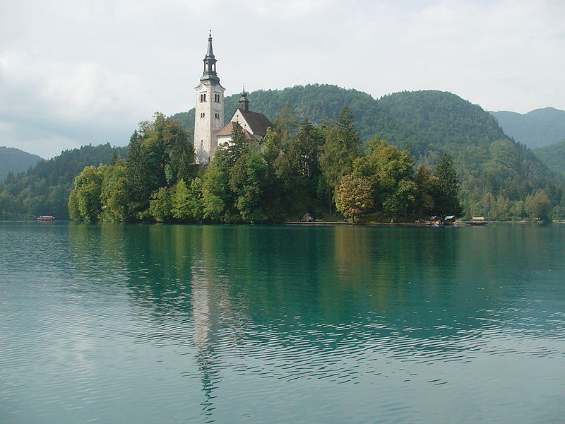 800px-Bled_island_with_church01