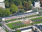 140px-Wiesbaden_Luftbild_Kurhauskolonnaden_I-Punkt_Das_kleine_Spiel_Spielbank_Rotunde_Bowling_Green_Foto_2008_Wolfgang_Pehlemann_Wiesbade