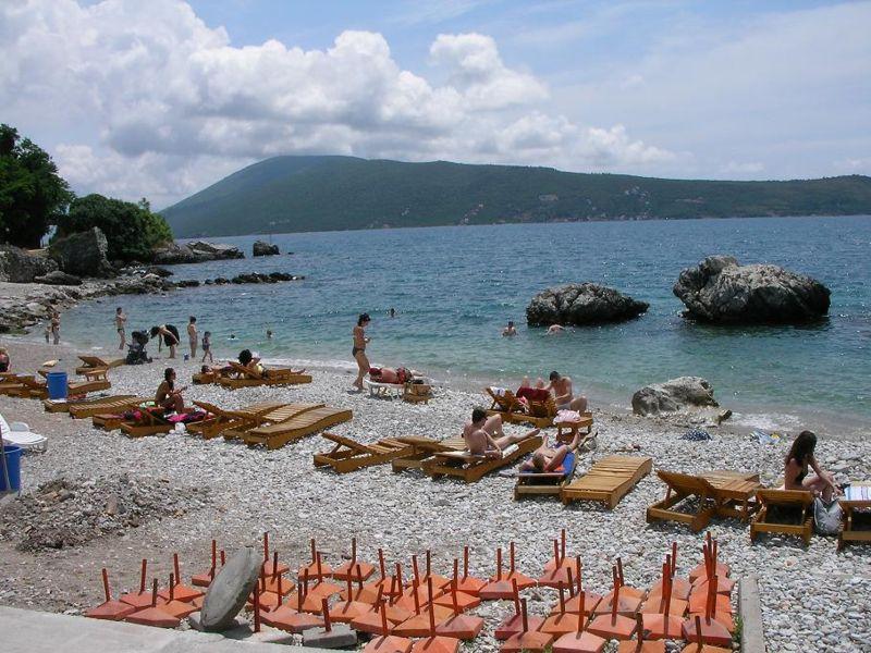 800px-Herceg_Novi_beach