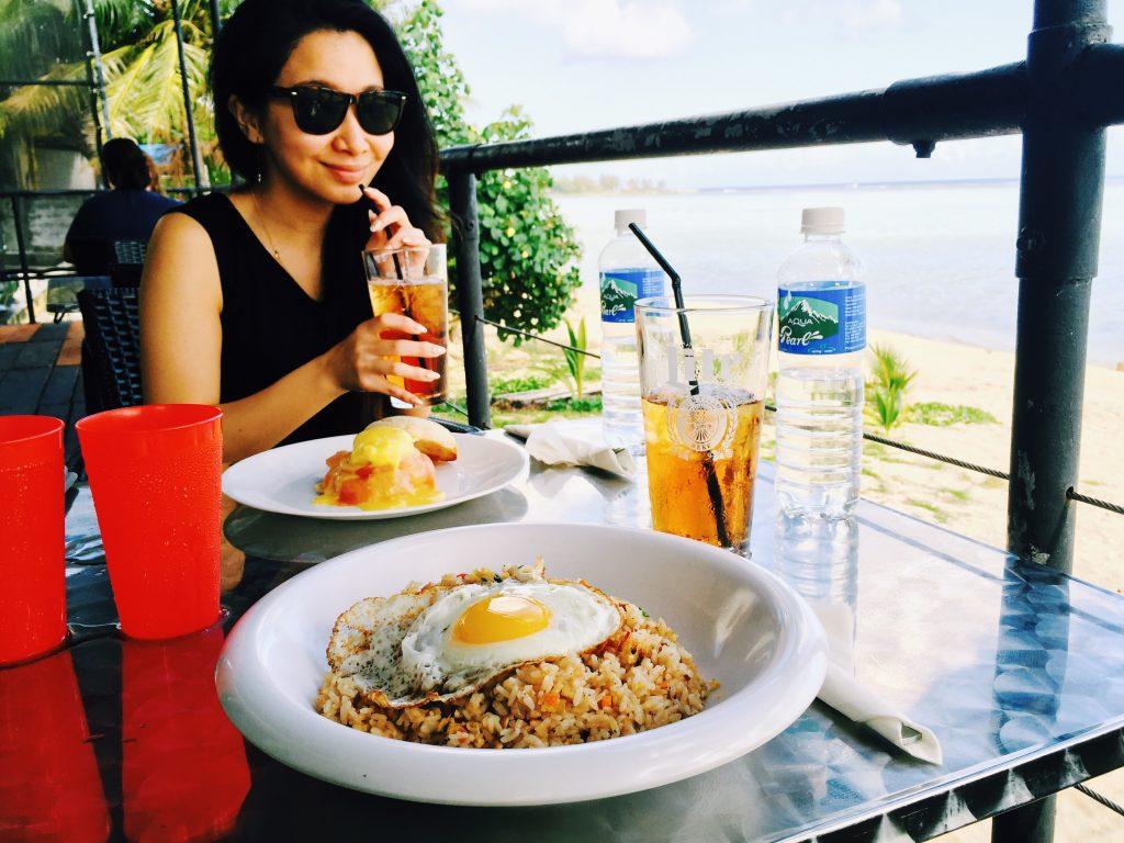 Ture Cafeの朝ごはん、エッグベネディクトとフライドライス